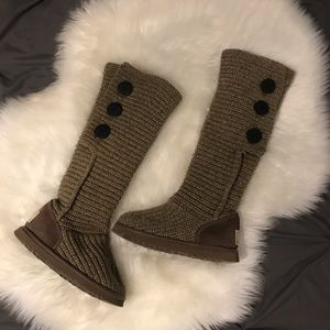 UGG Classic Carey Boot